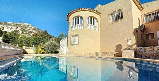 Mediterranean style villas Cumbre del Sol